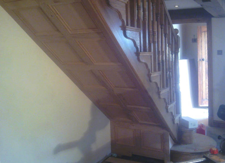 oak-staircase-farmhouse-traditional-cut-string-panelling