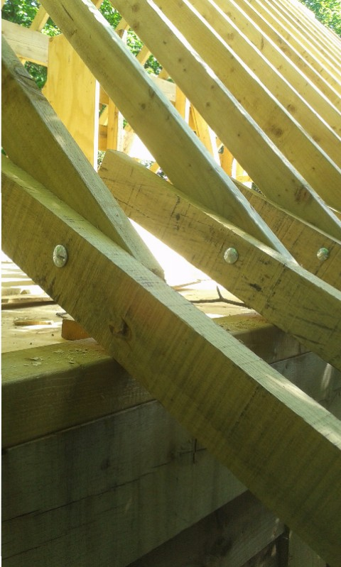oak-timber-frame-building-constructions-beams-fixed-with-wooden-pegs-5
