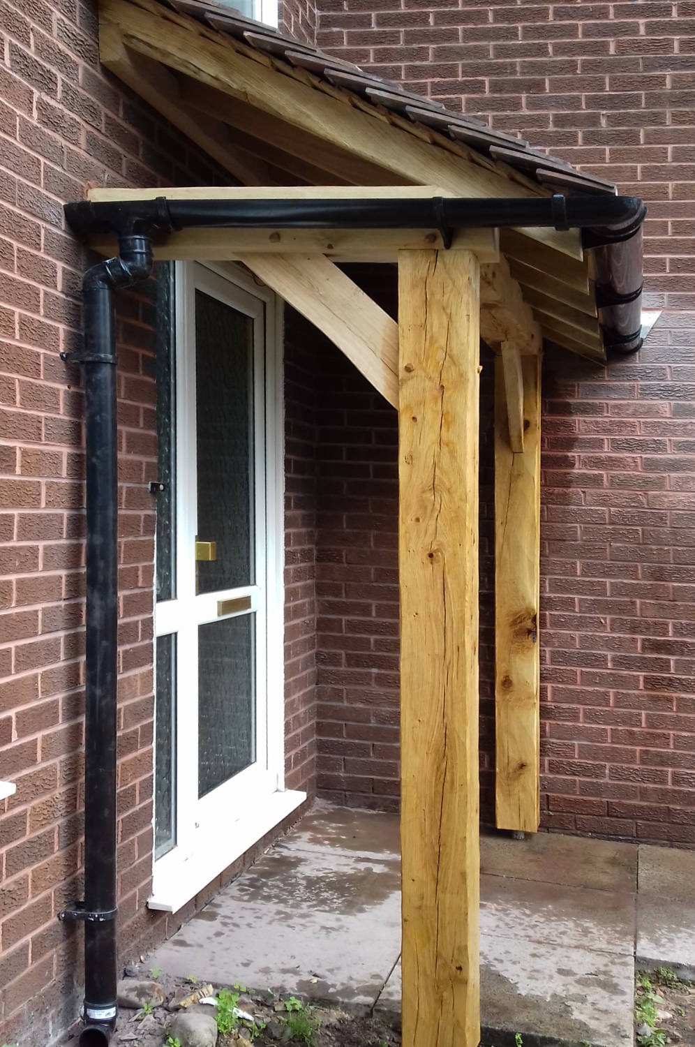 Porch with Oak Frame Construction, Tiled Roof and guttering