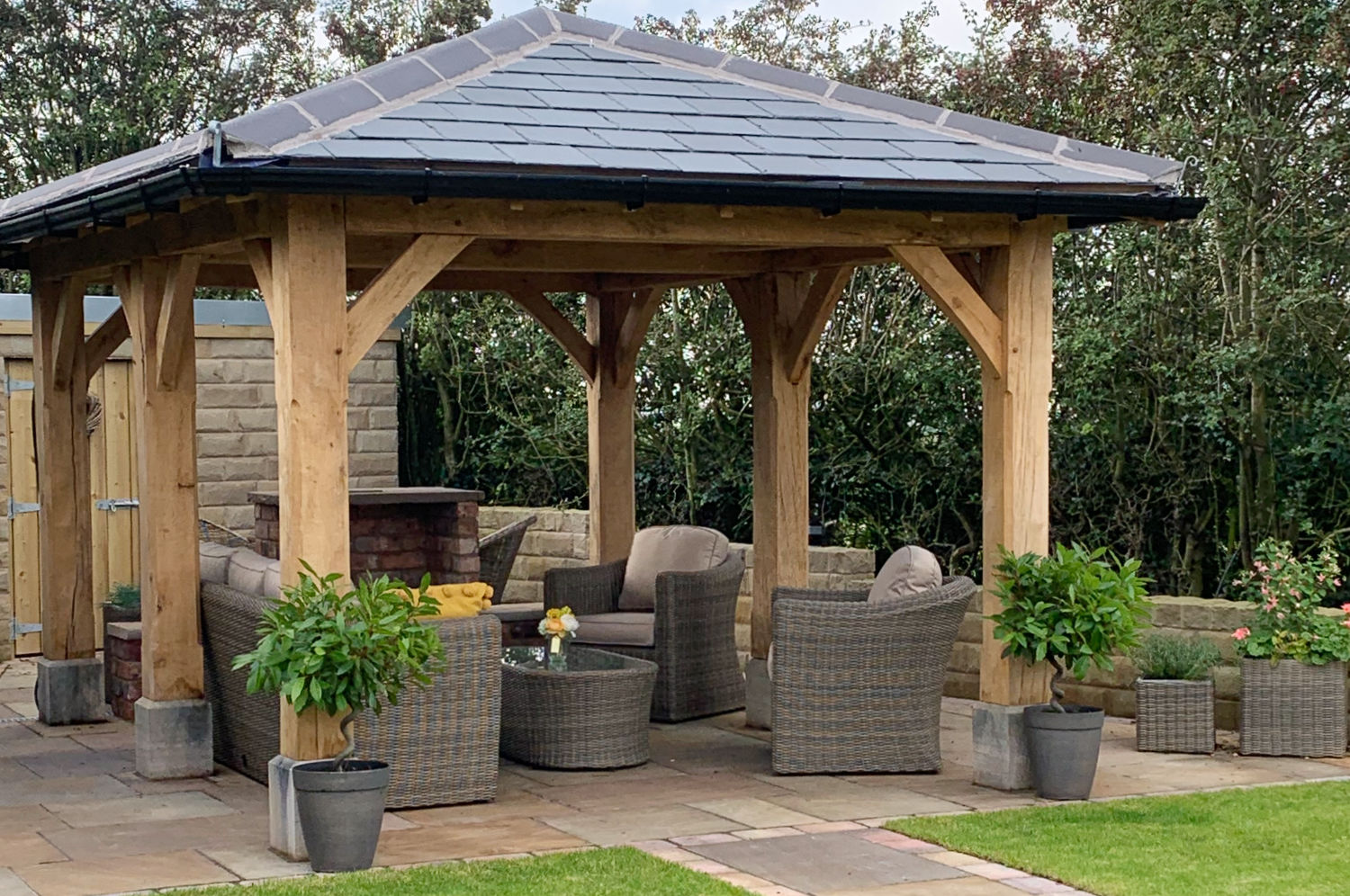 gazebo-artisan-oak-framed-hipped-roof-garden-room-carpentry-lancs-2019